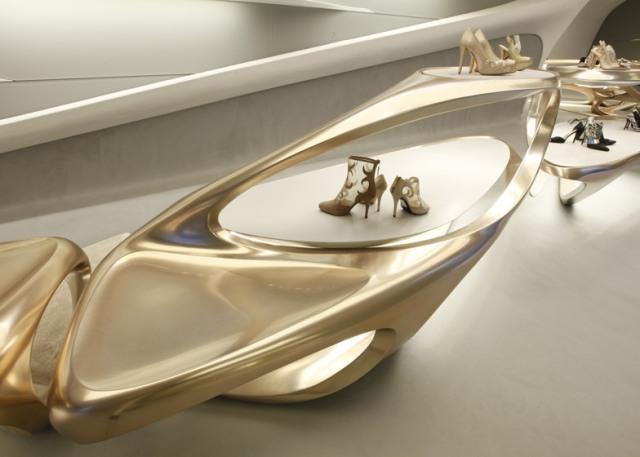 dezeen_Stuart-Weitzman-shoe-boutique-by-Zaha-Hadid_ss_3