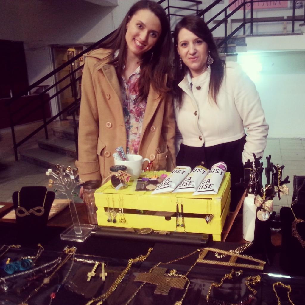 Jus Because на Нина Симовска (десно) и Сара Миленковска