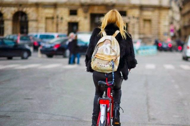 chanel graffiti backpack-street style-bycicle-fashion-bags-chanel-front row blog
