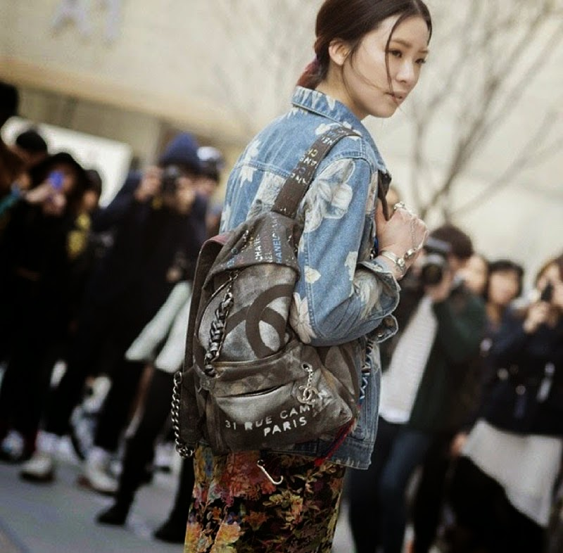 chanel_canvas_backpack-_street style_front row blog