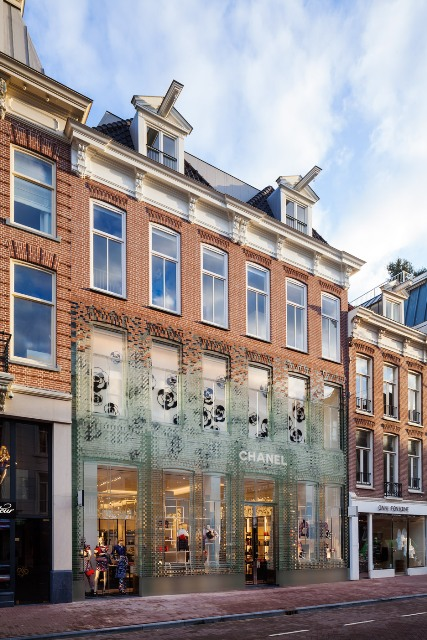 crystal-houses-chanel-store-amsterdam-glass-bricks-mvrdv_dezeen_936_0