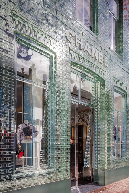 crystal-houses-chanel-store-amsterdam-glass-bricks-mvrdv_dezeen_936_1