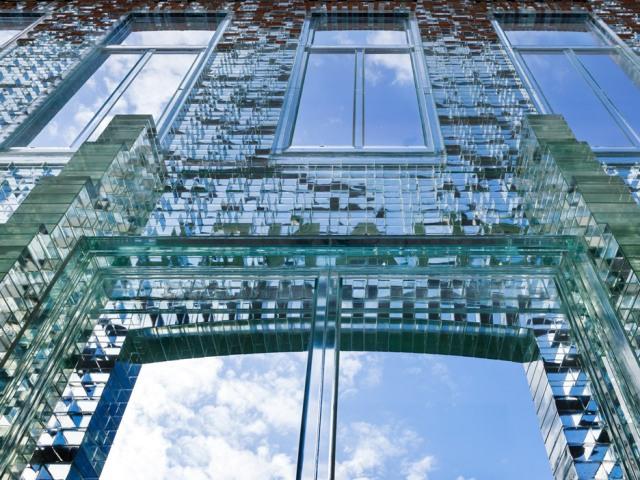 crystal-houses-chanel-store-amsterdam-glass-bricks-mvrdv_dezeen_936_2