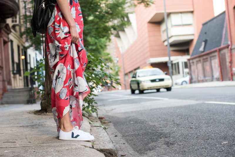 maxi-dress-with-sneakers (32)
