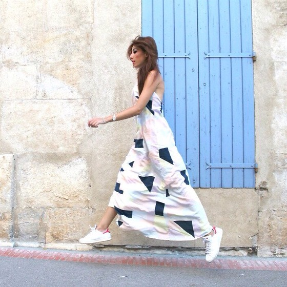 maxi-dress-with-sneakers (4)