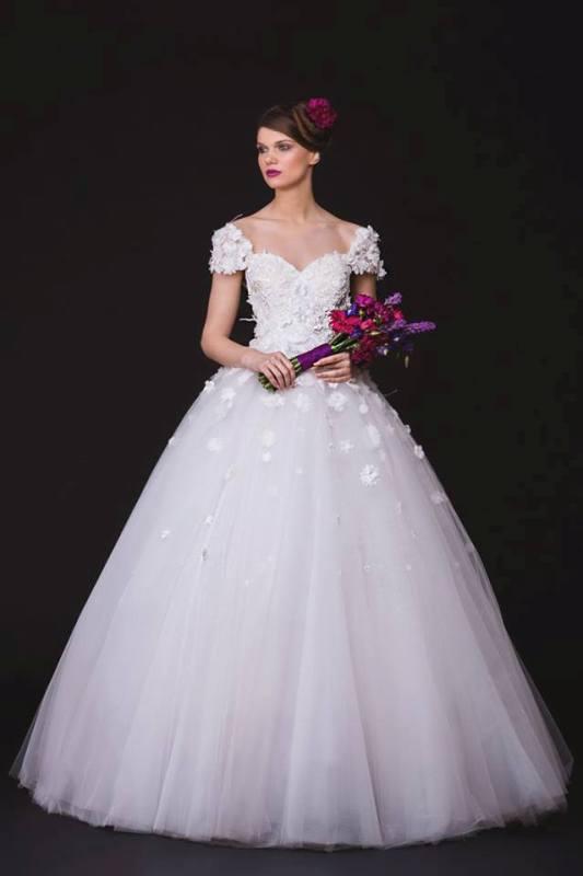 18 claris bride