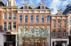 crystal-houses-chanel-store-amsterdam-glass-bricks-mvrdv_dezeen_1568_4