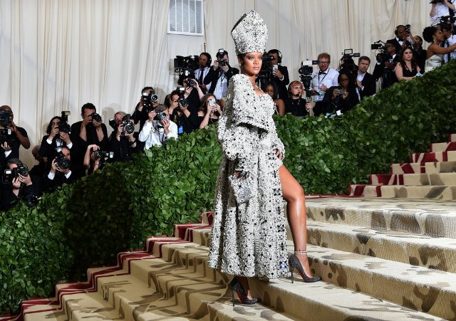 0 Rihanna-Margiela-Met-Gala-Dress-2018 (1)