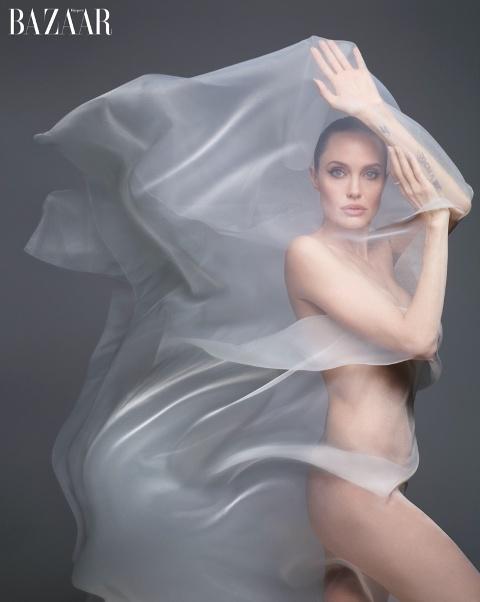 Angelina-Jolie-Harpers-Bazaar-Cover-Photoshoot03