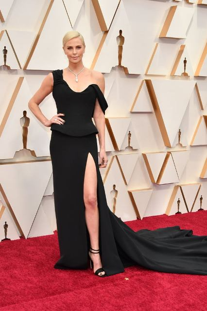 Charlize-Theron-at-Oscars-2020 (1)